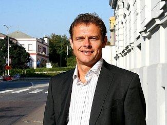 Miloš Bogdan se po svém úspěšném angažmá ve firmě Pegas hodlá nyní angažovat v komunální politice. Je lídrem Sdružení nestraníků pro podzimní komunální volby.