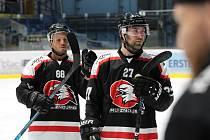 Znojemští hokejisté (černočervení) porazili v posledním přípravném utkání před startem mezinárodní soutěže EBEL tým z Drážďán 4:1.