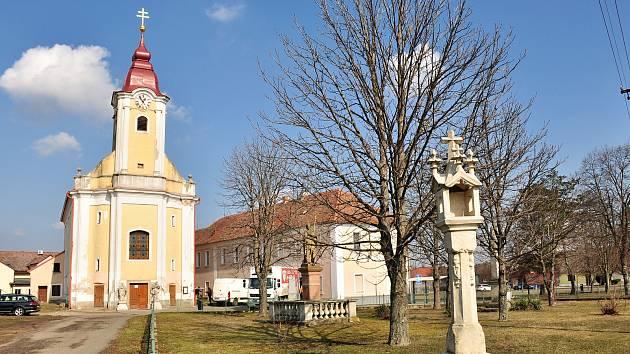 Kostel Nanebevzetí Panny Marie Hevlín