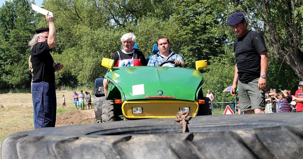 Na tradiční hektoriádě zápolili řidiči větších i menších traktorů.
