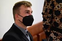 Před senátem Vrchního soudu v Olomouci stanul 20. května 2021 Benedikt Čermák, kterého krajský soud poslal do vězení na šest let za propagaci terorismu. Muž v internetové diskusi schvaloval teroristický čin z roku 2019 na Novém Zélandu.