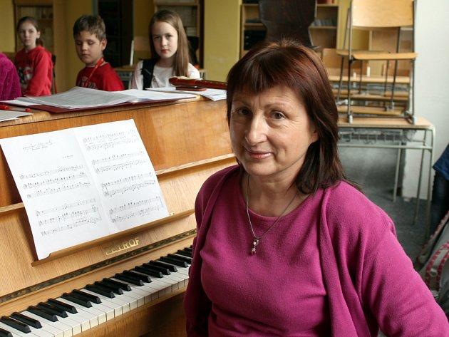 Dvacet let od svého založení letos oslaví znojemský pěvecký a flétnový soubor Carmina Clara. Koncert k tomuto jubileu naplánovala jeho sbormistryně Ludmila Piknerová.