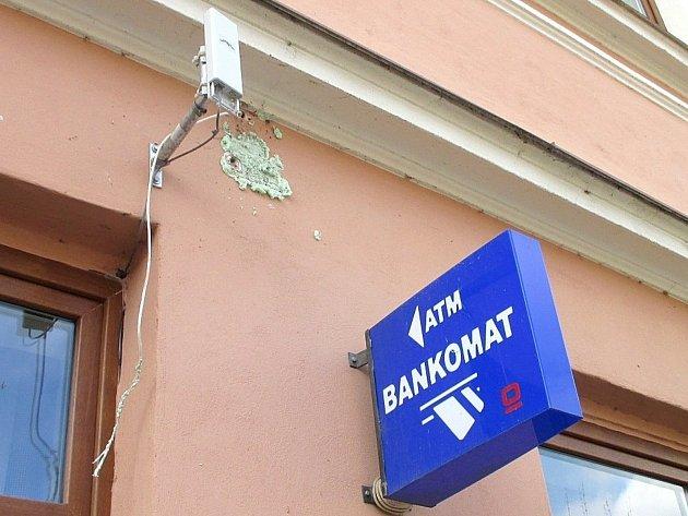 Zloději vykradli bankomat ve Vranově nad Dyjí.
