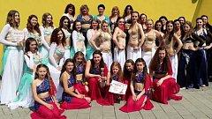 Ženy a dívky, které tančí pod Střediskem volného času Znojmo, zabodovaly o víkendu  v krajském kole soutěže Světlo Orientu.