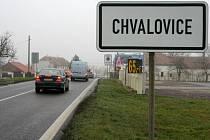 Chvalovice jsou první obcí, která vítá motoristy, přijíždějící do republiky z Rakouska.