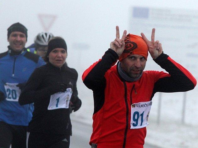 Sto čtrnáct běžců se sešlo na startu dvaatřicátého ročníku Vánočního běhu Elektrokovu, který je zařazen do seriálu závodů Znojemského běžeckého poháru a měří 10 580 metrů.
