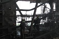 Hasiči hledají příčinu požáru sušičky