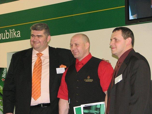 Hvězda výčepu Tomáš Huss (uprostřed)