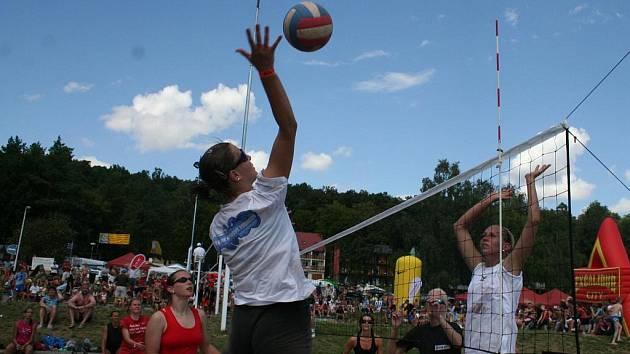 Na vranovské pláži se ve volejbalovém turnaji utkalo sedmasedmdesát družstev.