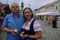Zuzana Boudové s manželem Ottou ze znojemské rodinné firmy, která sbírá ocenění v soutěži regionálních potravin i na světové přehlídce Great Taste.