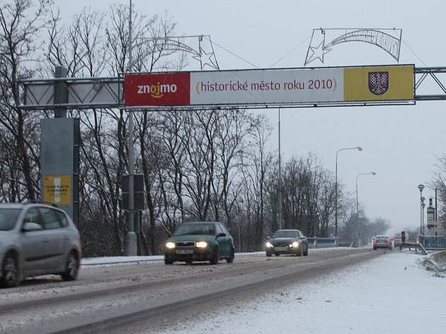 Vítací brána při vjezdu do Znojma.