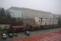 Pro budovy a pozemky u ulice 28. října nemají České dráhy už delší dobu plnohodnotné dlouhodobé využití, proto mohou nepotřebný majetek prodat. Město o parcely zájem má.