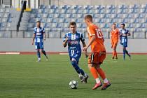 Fotbalisté Znojma (v modrém) remizovali v pátek během generálky na MSFL s B-týmem Sigmy Olomouc 0:0.