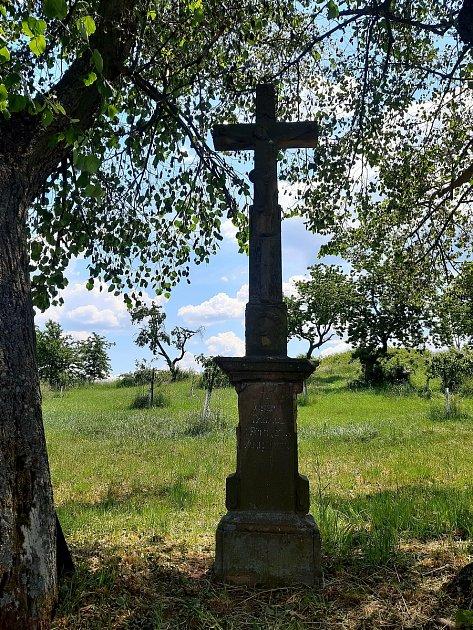 """Pagallův kříž při polní cestě """"Na Véhoně"""" zroku 1810."""