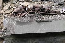 Při opravě hradišťského mostu asistují i pyrotechnici