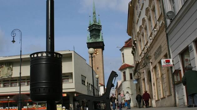 Nový odpadkový koš v centru města
