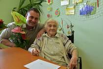 101. narozeniny oslavila obyvatelka Domova pro seniory U Lesíka ve Znojmě Zdeňka Větrovská.