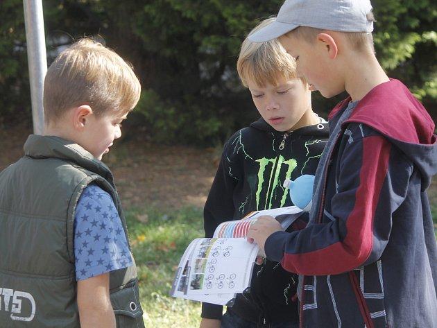 Den bez aut ve Znojmě posloužil také jako součást dopravní výchovy školáků. Děti se ovšem také bavily. Třeba na šlapacích autíčkách.