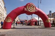 Centrum Znojma patřilo v sobotu milovníkům zlatavého moku a dobré muziky. Slavnosti piva Hostan a slunečné počasí přilákaly stovky lidí.