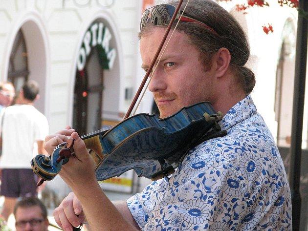 Hudební festival Znojmo 09: Virtuóz Pavel Šporcl zahrál i na Obrokové ulici