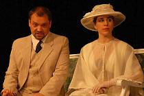 Komedie Pygmalion v Městském divadle Znojmo v podání členů ochotnického spolku Rotunda.