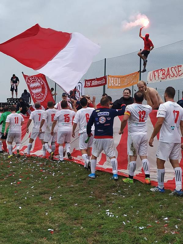 Fotbalisty Bayernu Křepice dojeli podpořit fanoušci reálného Bayernu Mnichov. Foto: Marie Jurčíková