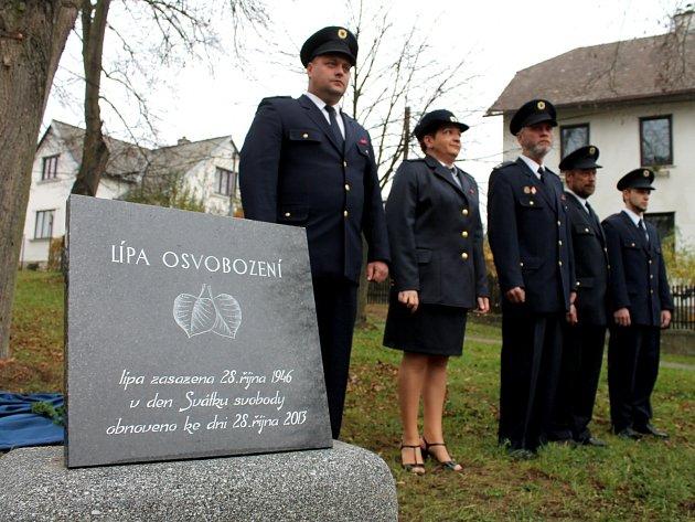 S předstihem, už v pátek 25. října, oslavili obyvatelé Vranova nad Dyjí 95. výročí vzniku samostatného československého státu. Při této příležitosti obnovili původní památník z roku 1946 v parčíku v Bítovské ulici a vysadili Lípu osvobození.