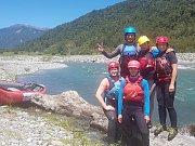 David Gros a jeho přátelé ze znojemského vodáckého oddílu vodáckého oddílu Alena Řídká, Vojtěch Řídký a Petra Anderlová  měsíc cestovali po řekách a horách Nového Zélandu.
