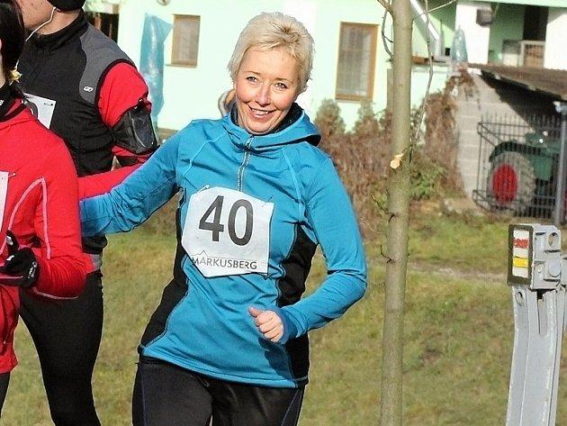 BĚŽKYNĚ. Ida Holíková závodí v běhu.