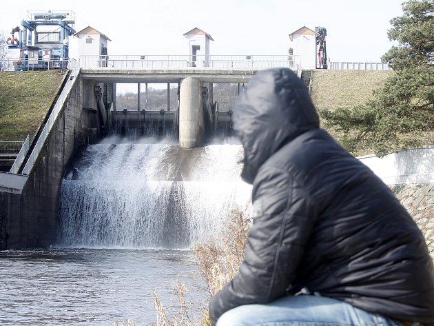 Z pětadevadesáti procent plná byla podle Povodí Moravy nádrž nad hrází znojemské přehrady 4. března 2016.