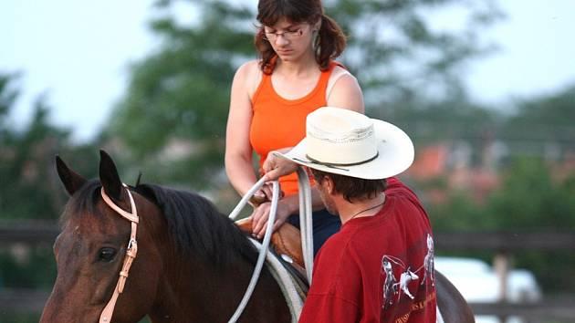 V Krhovicích se učí jezdit jako na divokém Západě