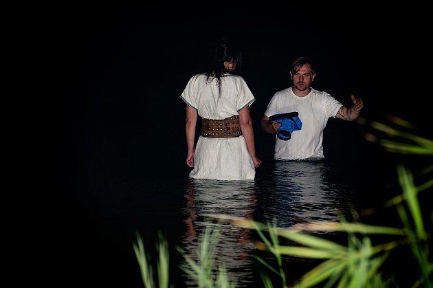 Jiří Gombár (vlevo) natáčel videoklip ivrybníku.