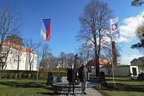 Vedení Miroslavi i obyvatelé si připomněli sté výročí státní vlajky. Foto: MěÚ Miroslav