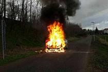 Hasiči likvidovali v sobotu odpoledne požár auta u Šanova.