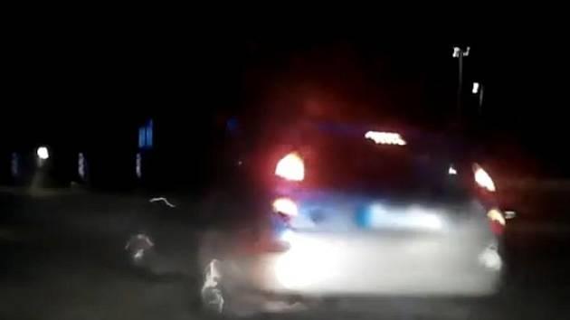 Muž pod vlivem drog ohrožoval okolí, když nejprve jezdil ve městě v protisměru a při honičce s městskou policií dokonce vjel do pěší zóny v Horním parku.