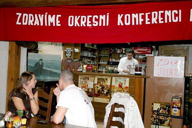 Recesí si dobu před listopadem 1989 připomněli provozovatelé jevišovické restaurace Sýpka.