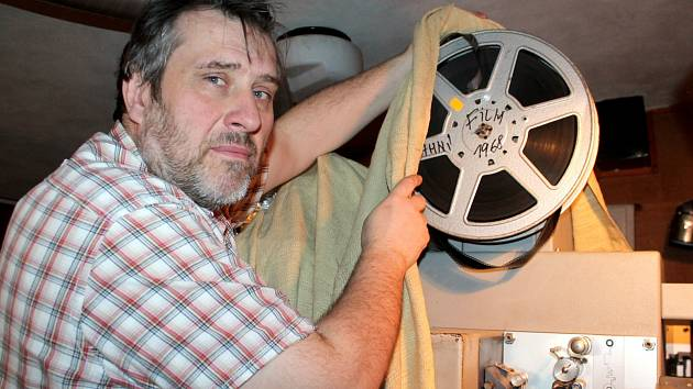 Oslavy 100. výročí od prvního promítání ve Znojemském kině Svět nabídly 15. dubna filmy zdarma. Na snímku ředitel kina Miroslav Střihavka.
