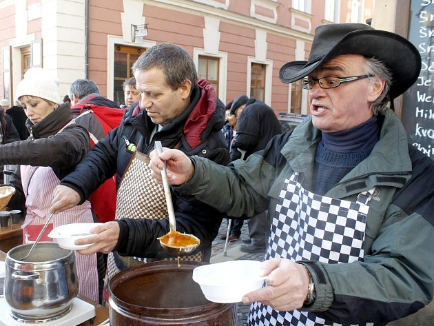 V centru Znojma se sešly stovky lidí na tradiční Vánoční štědrovce.