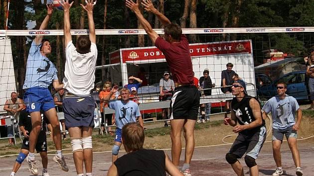 Volejbalový turnaj mužů a žen Vranovské léto.