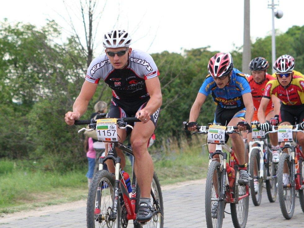 Celkový vítěz Pavel Boudný v čele pelotonu.