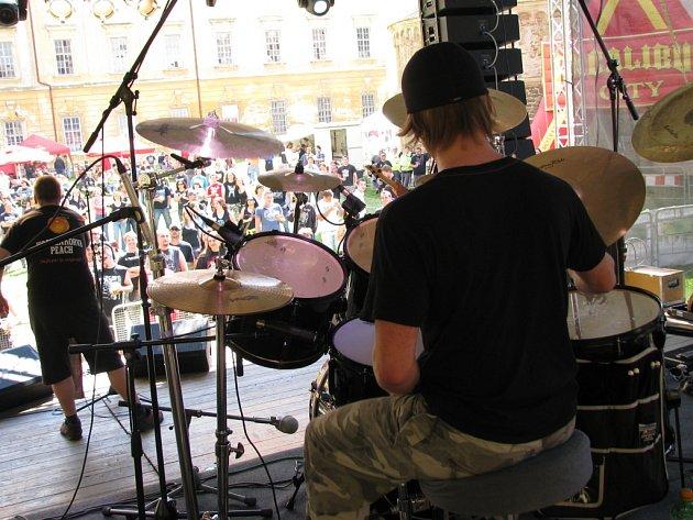 V Louce začal rockový festival Louka Open.