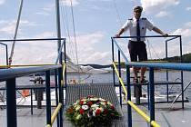Benefiční akci na podporu obnovení dopravy po parníku Dyje uspořádali v sobotu přátelé a příznivci podnikatele Martina Balíka, kterému přesně před měsícem kdosi zapálil loď.