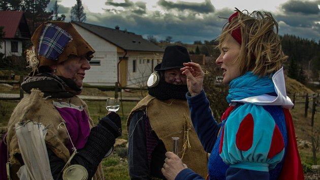 Boskovštejnský masopust si maškary užívaly i ve studené sobotě.