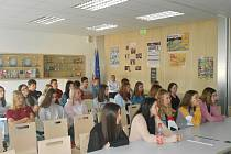 Na Přímce besedovali o programu Erasmus. Foto: archiv školy