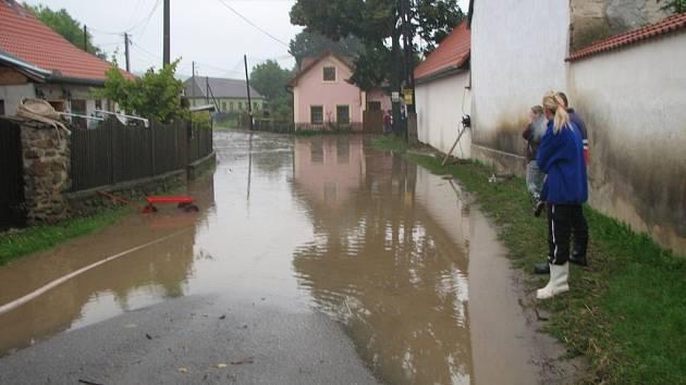 Voda se vylila i ve Střelicích a Jevišovicích.