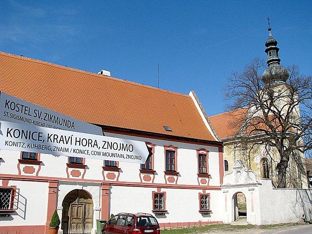 Kostel sv. Zikmunda v Popicích.