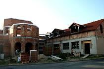 Dostavby by se měl dočkat dlouhodobě rozestavěný kulturní dům v Těšeticích.