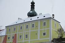 Vranovská fara je nominovaná za opravy střechy a fasády.