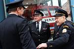 Dobrovolní hasiči z Tasovic otevřeli v předvečer státního svátku Dne boje za svobodu a demokracii novou přístavbu zbrojnice, v níž uschovali hasičskou tatrovku, která místnímu SDH sloužila více než šedesát let.