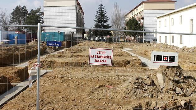 Stavba nové budovy záchranné stanice ve znojemské Pražské ulici. Ilustrační foto.